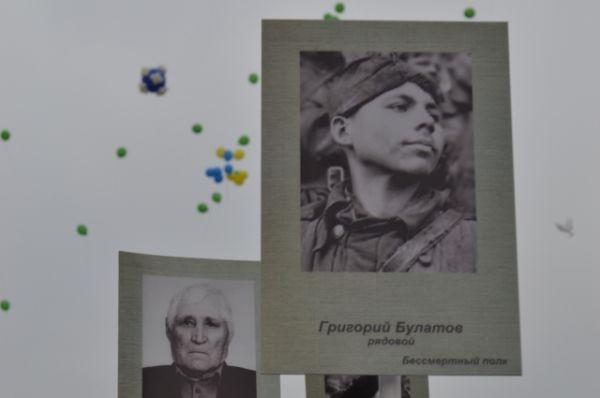 В параде Победы принял участие и Бессмертный полк. Погибшие солдаты встали в строй благодаря своим родственникам.