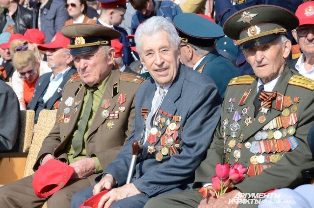 Главные гости праздника - ветераны.