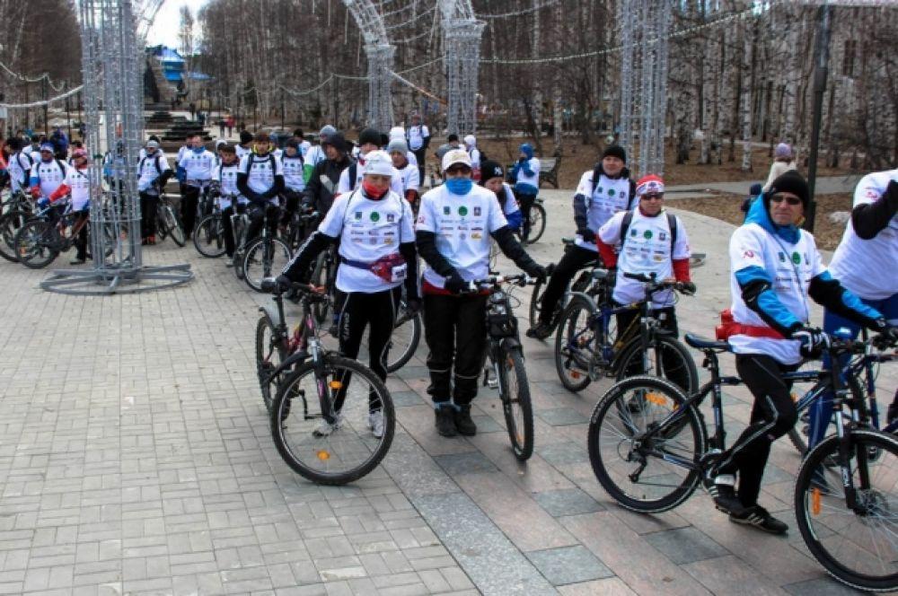 Также в честь Дня Победы прошел патриотический велопарад.