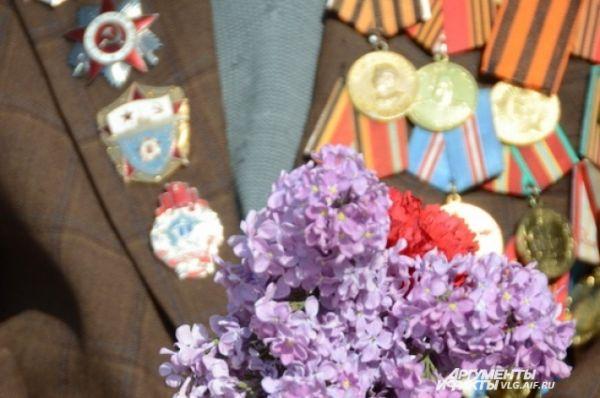 Сирень - один из символов Дня Победы.