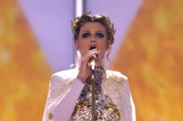 Итальянская певица Эмма после номера по древнеримским мотивам также не удостоилась высоких наград.