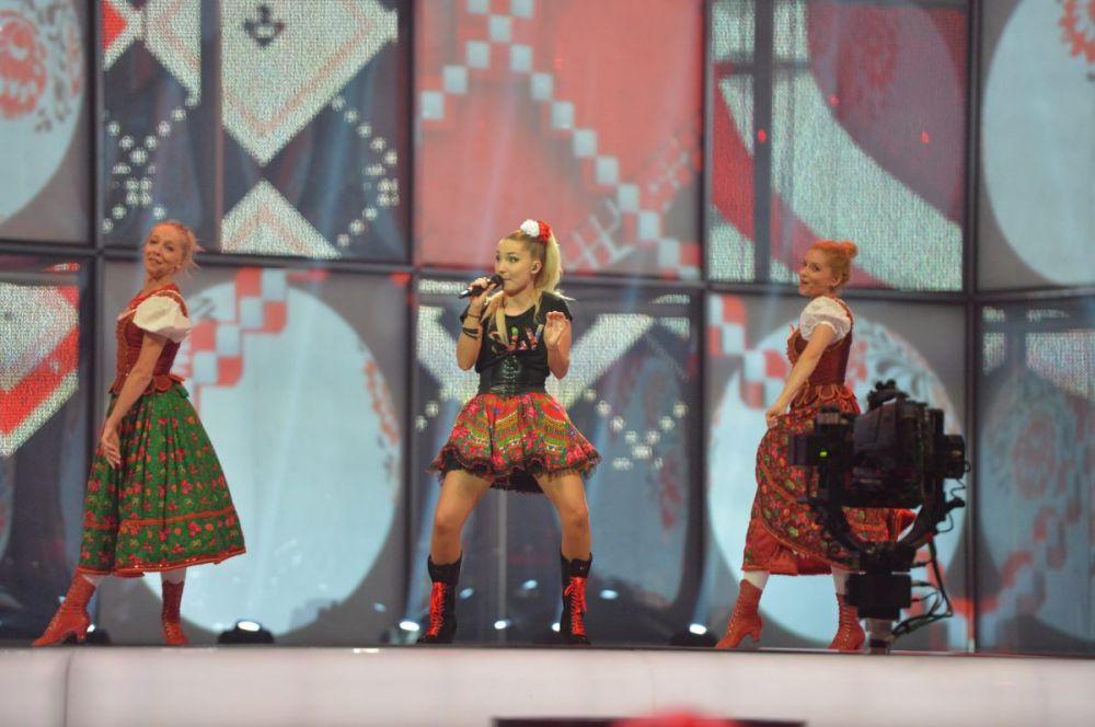 Cleo и Slavic Girls от имени Польши представили песню с примесью народных мотивов и хип-хоп-традиций.