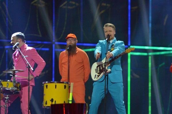 Одними из наиболее экстравагантных артистов была исландская поп-панк группа Pollapönk в разноцветных костюмах.