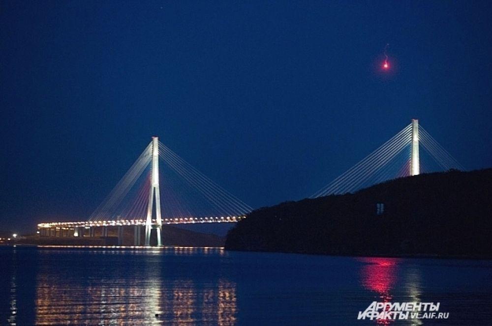 Мосты ночью смотрятся особенно красиво.