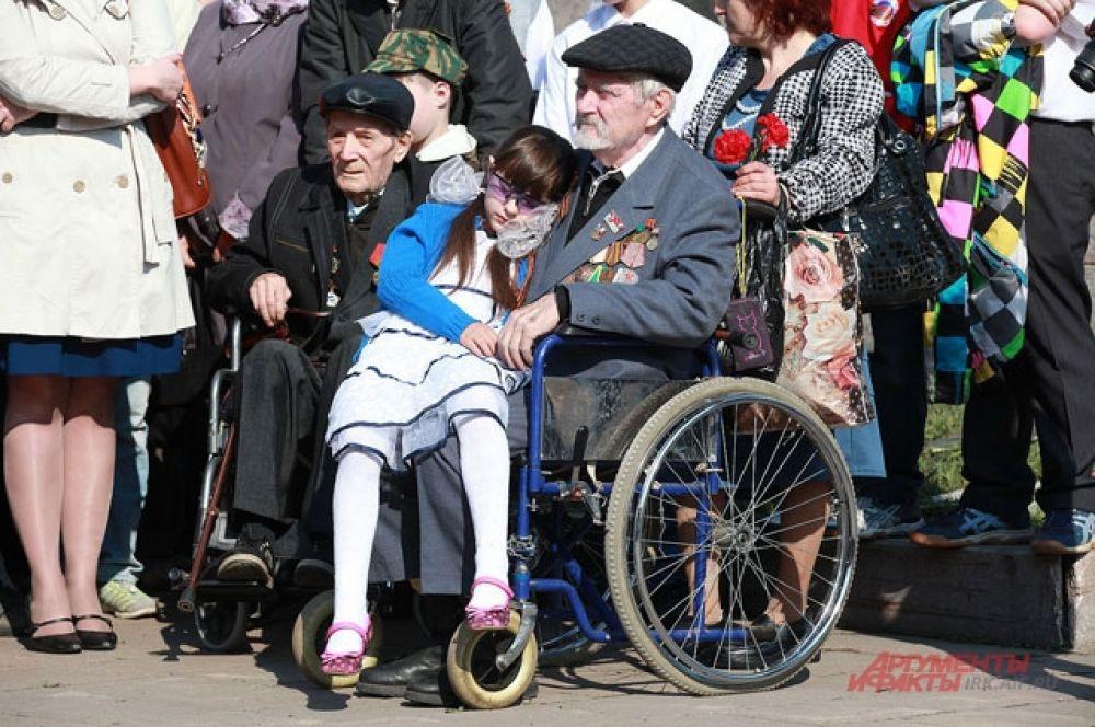 Ветераны приходили со своими внуками и правнуками.