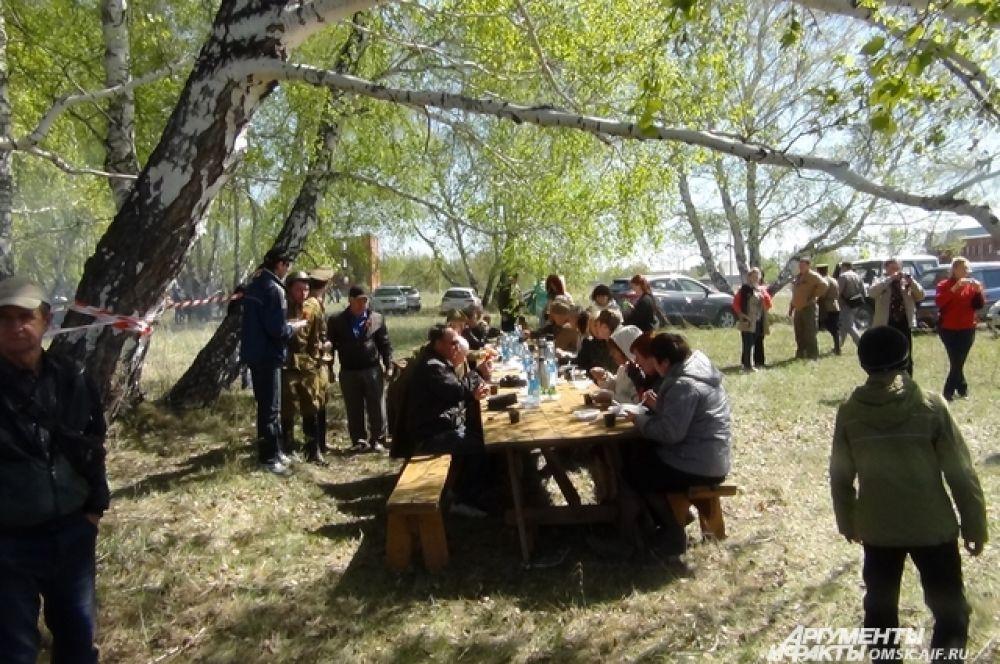 Для гостей мероприятия работала полевая кухня.
