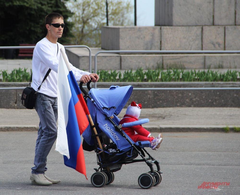 Даже на прогулку – с государственным флагом!