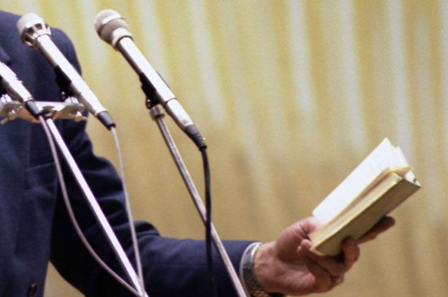 На чтение стихов дают три минуты.