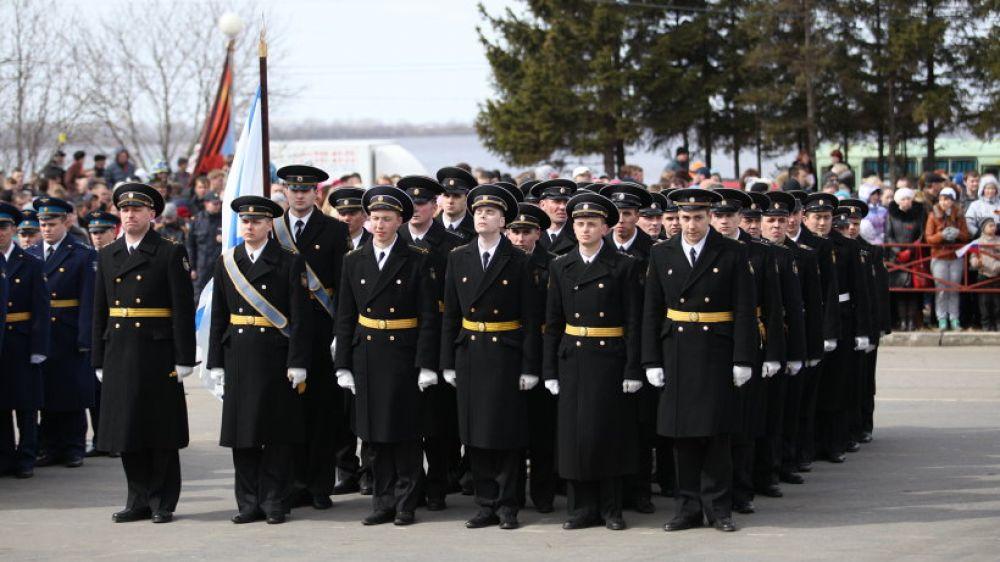 Участники парада: военные моряки.