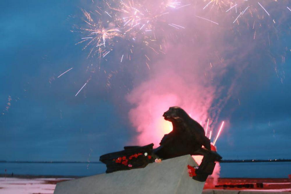Праздник 9 мая завершил салют в честь Победы.