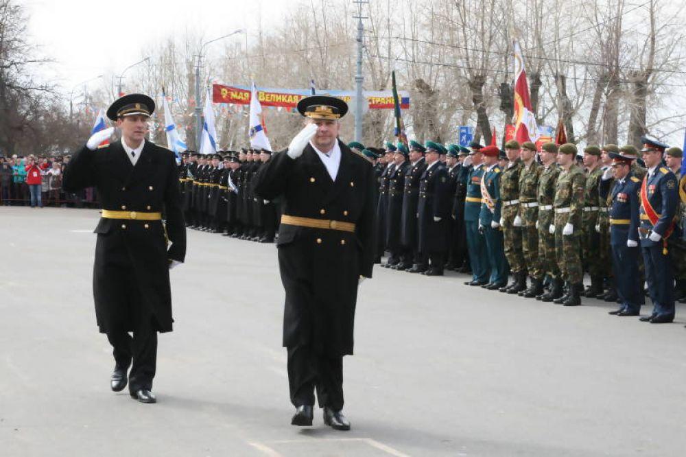 Парад принимал командир Беломорской военно-морской базы Владимир Воробьев.