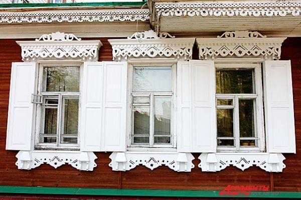 Декор дома выполнен с применением элементов разных стилевых направлений.