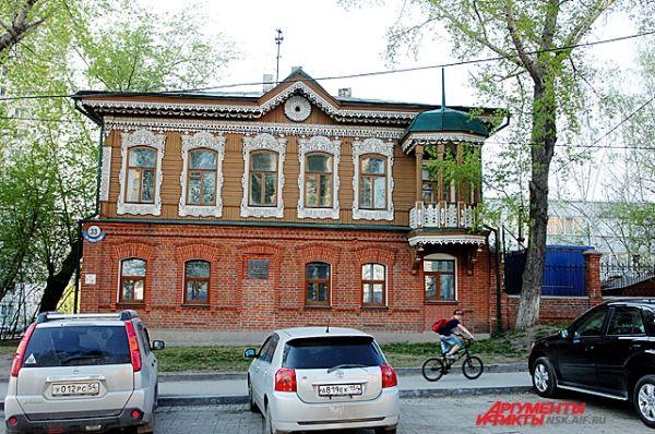 Памятник деревянного зодчества на углу улиц Красноярская, 112 и и 1905 года