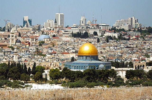 Как ни крути, а центр Иерусалима - мусульманская мечеть с золотым куполом!