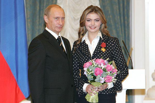 Награждение Президентом РФ В. Путиным орденом «За заслуги перед Отечеством» IV степени, 21 декабря 2005 года. В 2007 году Алина Кабаева становится депутатом Государственной Думы.