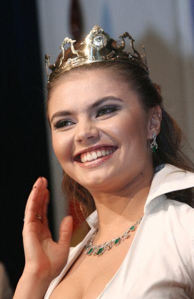 В 2006 Алина Кабаева была признана самой сексуальной женщиной в России среди 10 лауреатов премии «Top 10 Sexy» в категории «спорт». В 2010 году журнал Vogue разместил фотографию гимнастки на обложку.