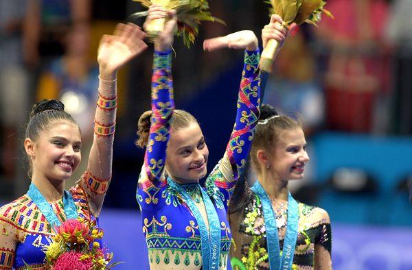 На Олимпиаде в 2000 году в Сиднее гимнастка, допустив серьезную ошибку,  смогла занять лишь третье место и получила бронзу.