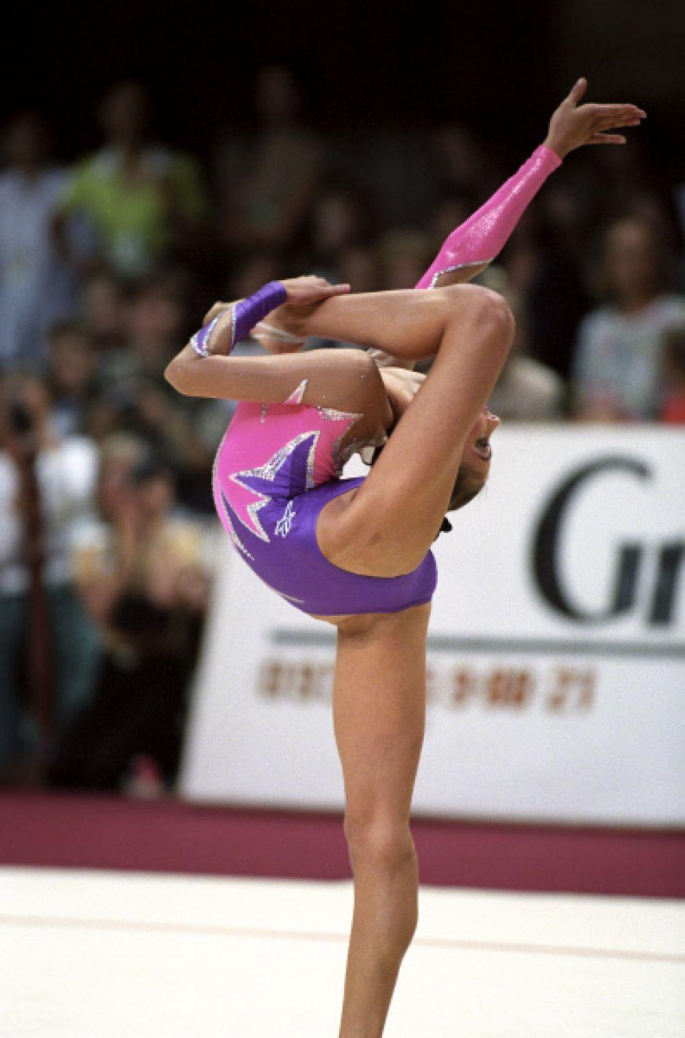 В 15 лет Алина Кабаева выиграла чемпионат Европы (1998 года). Впоследствии Алина Кабаева еще 4 раза становилась чемпионкой Европы, а в 1999 года победила и на чемпионате мира.
