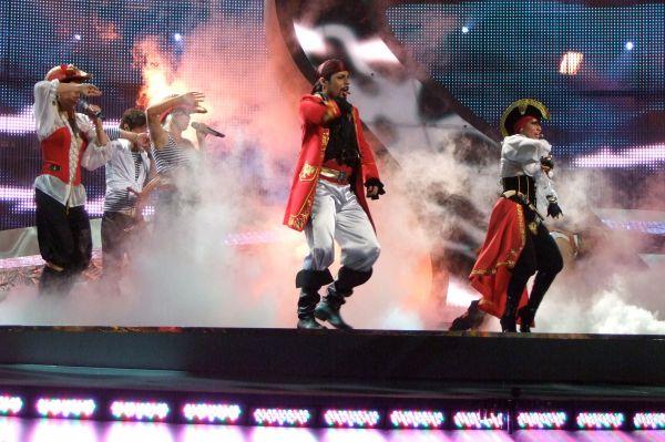 В 2008 году не менее экстравагантными нарядами поразила «Евровидение» латвийская поп-группа Pirates of the Sea – участники трио вышли на сцену в костюмах пиратов. Они успешно прошли в финал, где заняли 12-е место, набрав одинаковое количество баллов с Дианой Гурцкой.