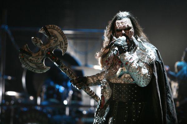 Выступление Верки Сердючки прошло на следующий год после неожиданного триумфа финской хард-рок группы Lordi. Главная тема творчества Lordi – ужасы и древние мифы, и дабы подчеркнуть комичность тематики музыканты уделяют особое внимание своим костюмам.
