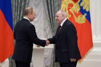 Волгоградский учитель Юрий Лепёхин и Владимир Путин.