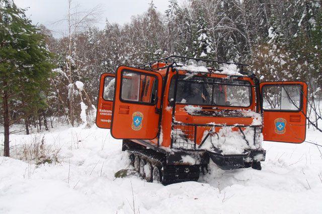 Спасатели БПСО выволили из снежной ловушки сборщика черемши.