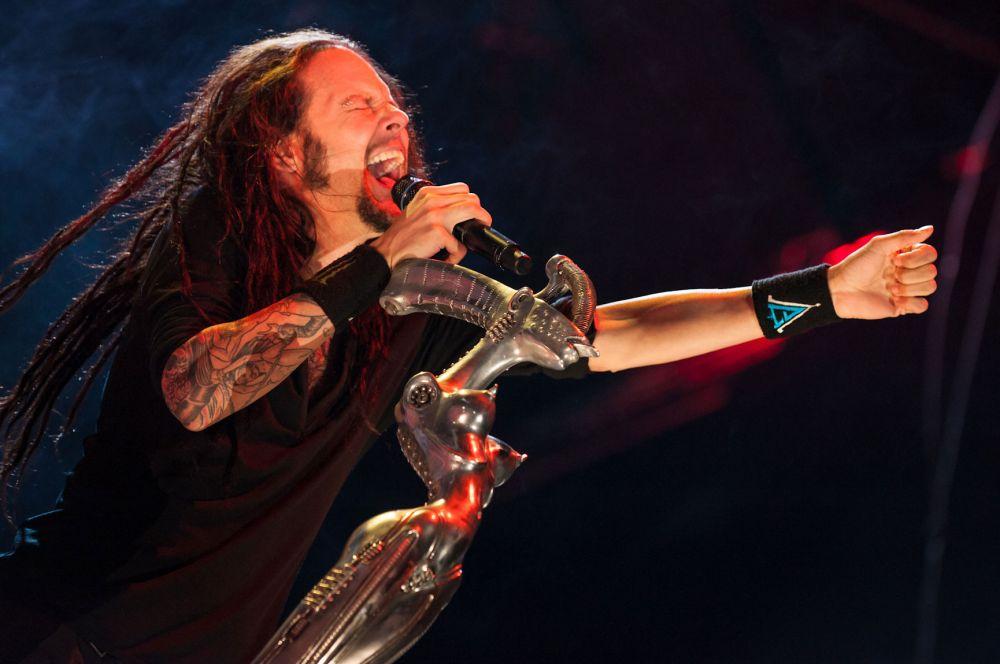 Наиболее известной работой Гигера в музыке стало создание микрофонной стойки для Джонатана Дэвиса, солиста группы Korn. Дэвис использовал эту стойку на каждом крупном концерте, и со временем она стала одним из символов группы.