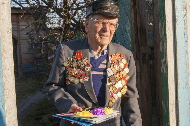 Прошёл Сталинград, Курскую дугу, а затем 59 лет отработал в школе.