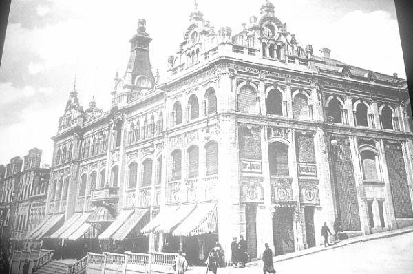 Здание торгового дома Кунста и Альберса (ныне ГУМ).