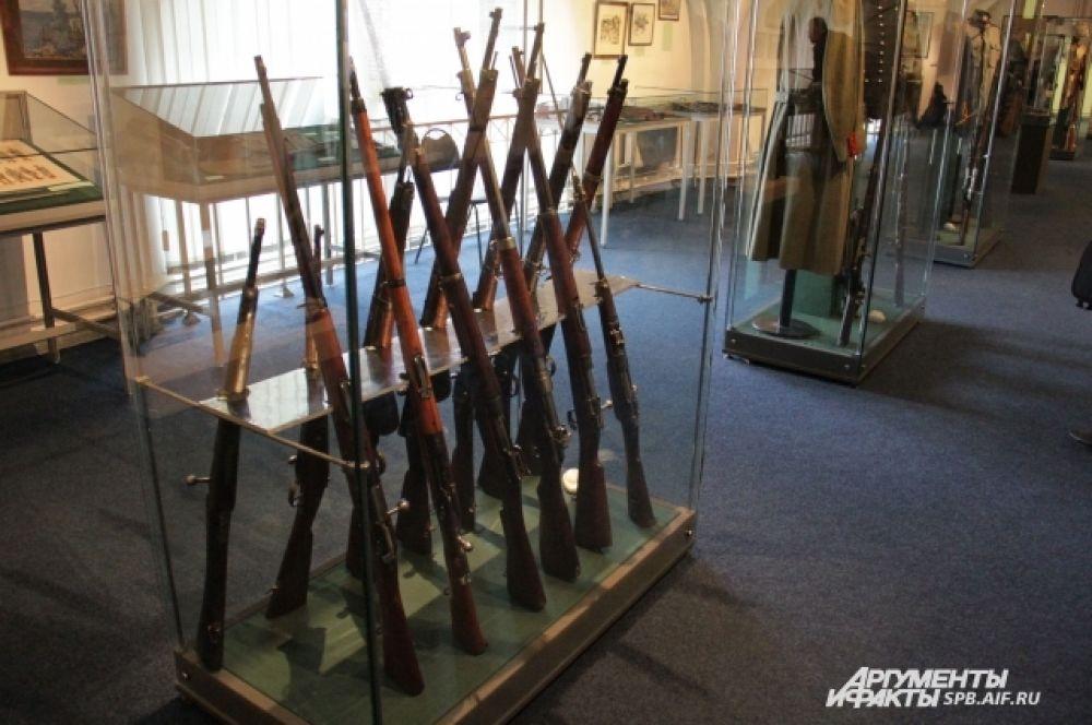 Экспонаты выставки - винтовки (Греция, США, Сербия, Италия).