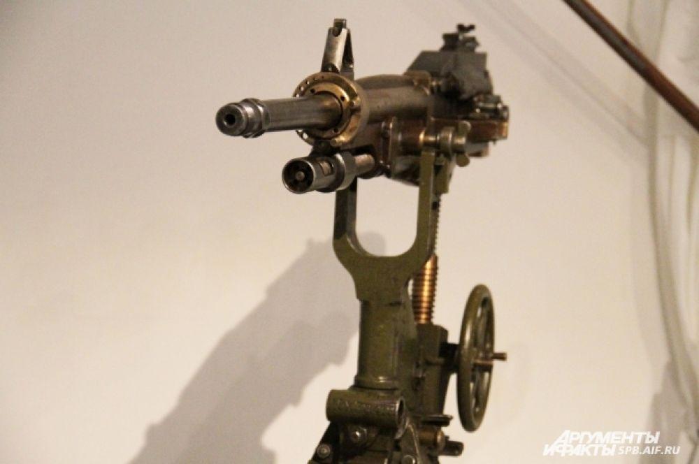 Экспонат выставки - станковый пулемет системы Сент-Этьен образца 1917 г. Франция.