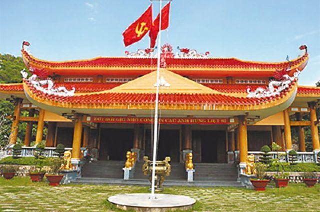 Храм под Вунгтау похож на обычный буддистский.