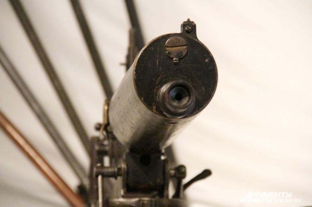 Экспонат выставки - станковый пулемет системы «Максим» на упрощенном станке военного производства.