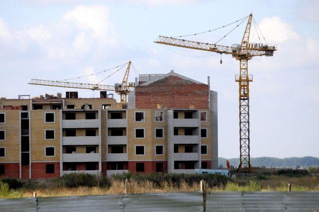 В новом микрорайоне строят малоэтажные дома.