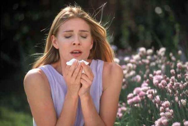 Развитие астмы может быть связано с аллергией.