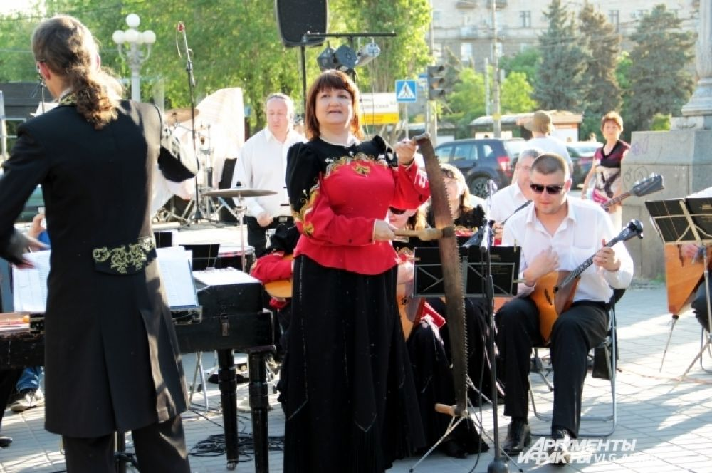 Акция «СКВЕРная ночь» от музея ИЗО имени Машкова проходила под аккомпанемент оркестра.