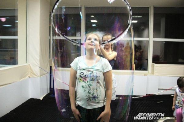 Любой желающий мог оказаться внутри мыльного пузыря.