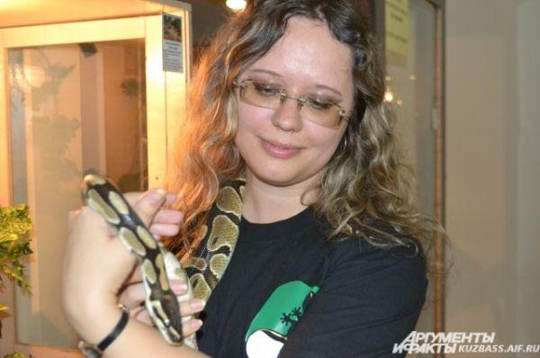 Сертификат давал возможность сфотографироваться с редкими животными и рептилиями, но взять в руки змею или прижать к груди живую игуану хватило смелости не у всех.