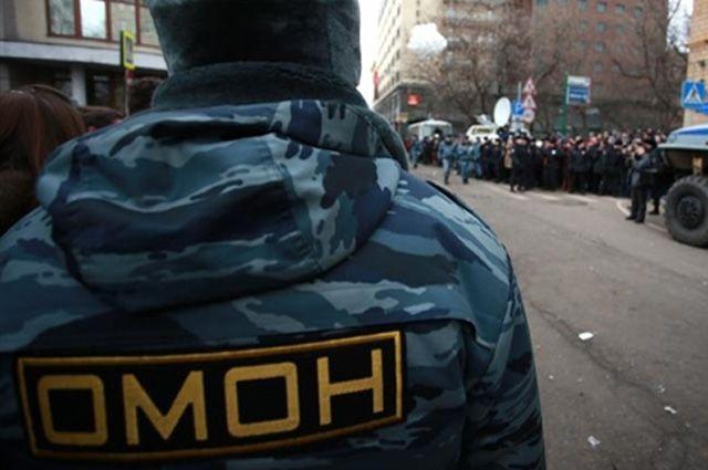 В Екатеринбурге к зданию администрации города стягивают ОМОН и полицию