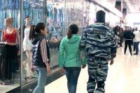 Задержанные мигранты прошли процедуру дактилоскопирования и постановки на видеоучёт.