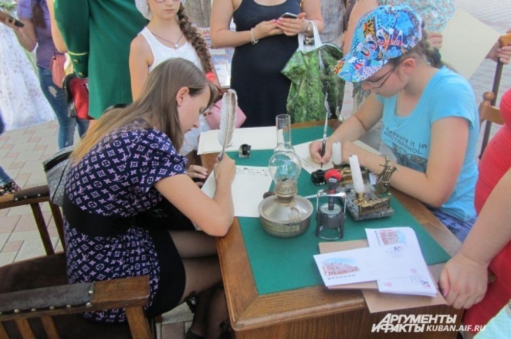 Кубанский музей почты предложил горожанам писать письма по старинке - от руки.