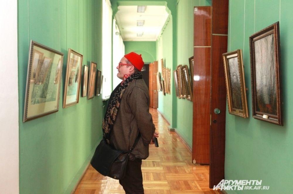 Столичный гость с удовольствием осмотрел музейные собрания.
