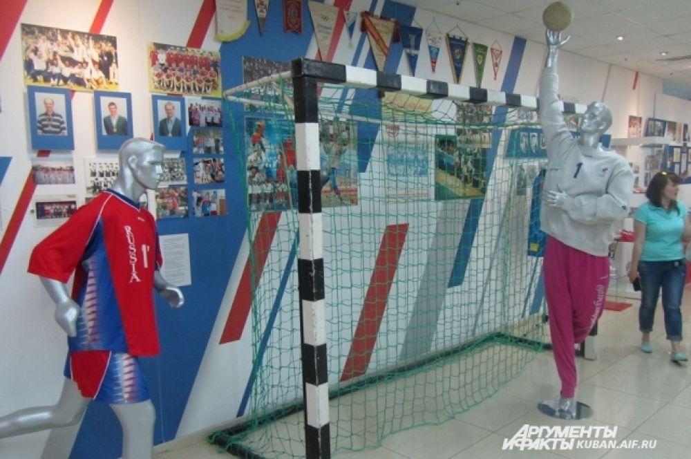 На экспозиции представили различные виды спорта, которые развивают на Кубани, и рассказали о достижениях кубанских спортсменов.