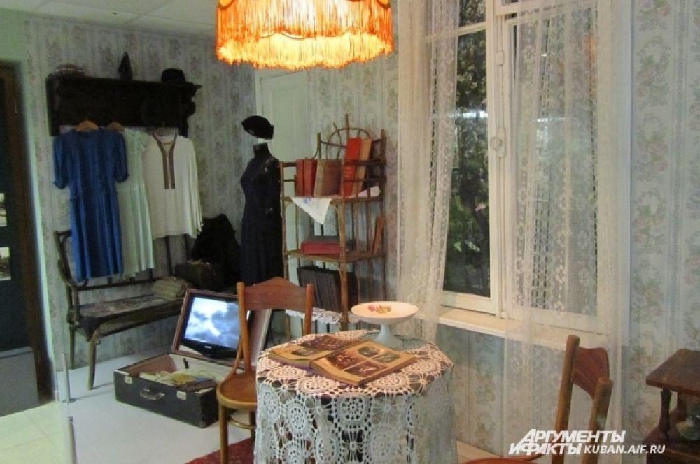 Обстановка домов краснодарцев середины ХХ века. В музее реконструировали несколько комнат.