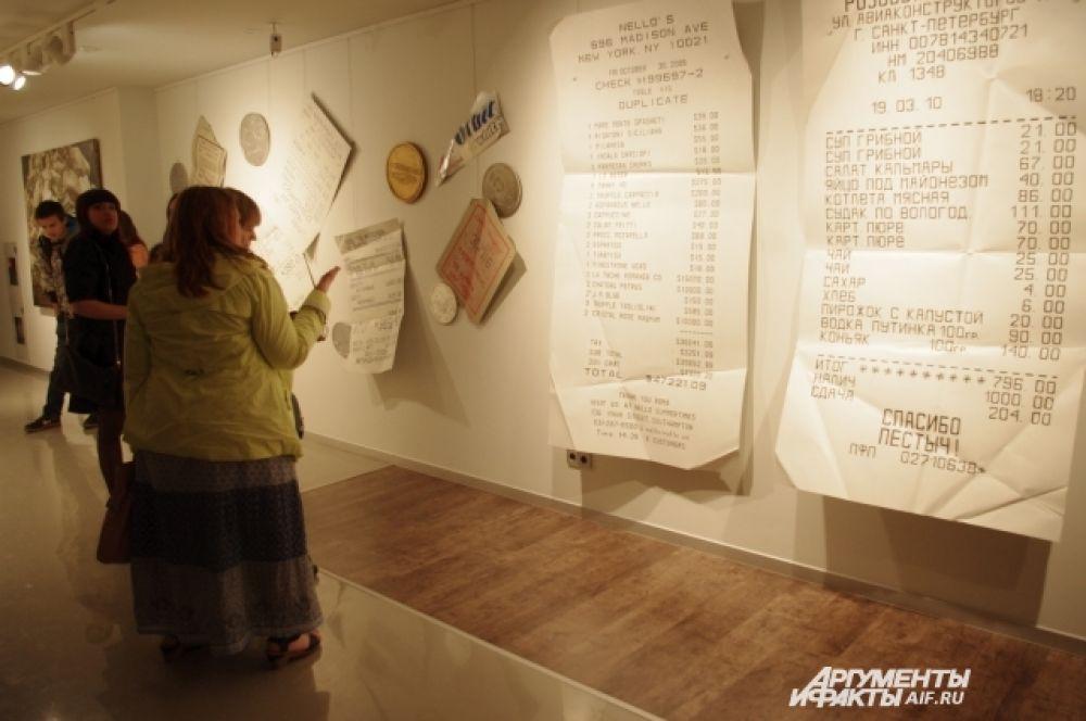 Помимо живописных работ Пестова в галерее можно было увидеть и составные композиции.