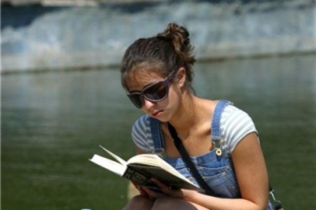 В парке имени Гагарина открылся читальный зал под открытым небом