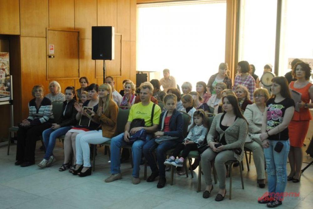 В фойе Мемориала – свой концерт.
