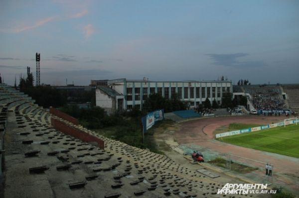 Разрушенная трибуна Центрального стадиона.
