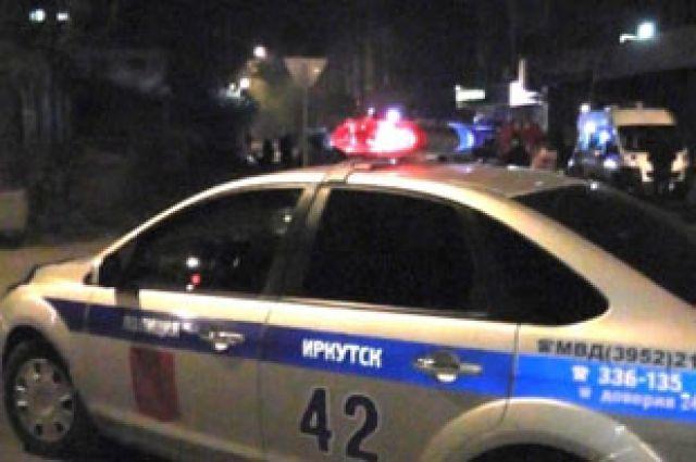 В поджоге дома разбираются полицейские.