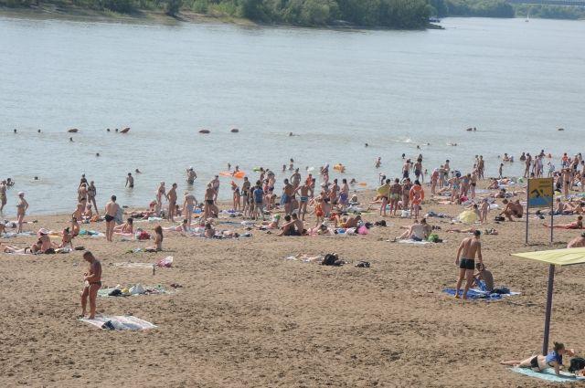Омские пляжи готовят к сезону.